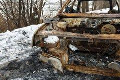 Το μμένο αυτοκίνητο μετά από μια πυρκαγιά συνέβη στο χειμερινό πάρκο Στοκ Εικόνα