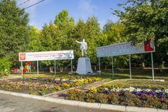 Το μνημείο που απεικονίζει το Βλαντιμίρ Λένιν βρίσκεται στο τετράγωνο στην πόλη Petrovsk στοκ φωτογραφίες