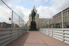 Το μνημείο σε Mayakovsky στο θριαμβευτικό τετράγωνο στη Μόσχα, κάτω από την κατασκευή Στοκ φωτογραφία με δικαίωμα ελεύθερης χρήσης