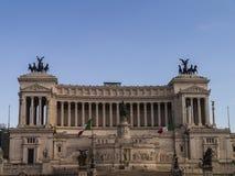 Το μνημείο στο βασιλιά Vittorio Emanuele 2 στην πλατεία Venezia στη Ρώμη στοκ εικόνες
