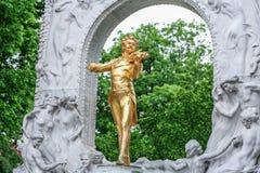 Το μνημείο του Johann Strauss στο πάρκο πόλεων της Βιέννης στοκ φωτογραφίες