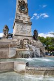Το μνημείο του Ludwig στα σκουλήκια, Γερμανία Με τον οβελίσκο και την πηγή στοκ εικόνα με δικαίωμα ελεύθερης χρήσης