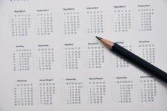 Το μολύβι βρίσκεται στην ημερολογιακή σελίδα Στοκ Φωτογραφία
