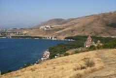 Το μοναστήρι ή το Sevanavank νησιών (εκκλησία) στο νησί Sevan, Αρμενία στοκ εικόνα με δικαίωμα ελεύθερης χρήσης