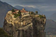 Το μοναστήρι στο βράχο Στοκ εικόνα με δικαίωμα ελεύθερης χρήσης