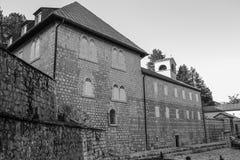 Το μοναστήρι Cetinje είναι ένα σερβικό ορθόδοξο μοναστήρι, Μαυροβούνιο μονοχρωματικό στοκ φωτογραφία με δικαίωμα ελεύθερης χρήσης