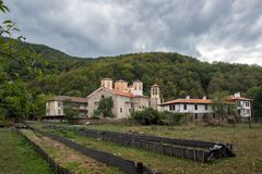 Το μοναστήρι Etropole της ιερής τριάδας, επαρχία της Sofia, Βουλγαρία Στοκ εικόνα με δικαίωμα ελεύθερης χρήσης
