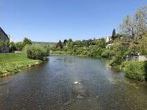 Το μονοπάτι για βάδισμα στην οδό Sihlquai και κατά μήκος του ποταμού Limmat στην πόλη της Ζυρίχης στοκ φωτογραφία με δικαίωμα ελεύθερης χρήσης
