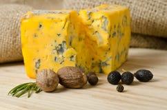Το μοσχοκάρυδο με το τυρί στοκ εικόνα