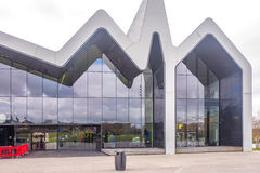 Το μουσείο Γλασκώβη, Σκωτία όχθεων ποταμού Το μουσείο έχει τα εκθέματα στο παρελθόν στο μουσείο μεταφορών στοκ φωτογραφία με δικαίωμα ελεύθερης χρήσης