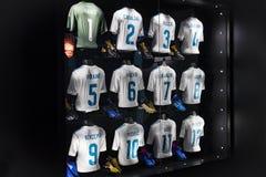 Το μουσείο της λέσχης ποδοσφαίρου της Real Madrid κοιλαίνει και απονέμει τη λέσχη στοκ φωτογραφία με δικαίωμα ελεύθερης χρήσης