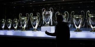 Το μουσείο της λέσχης ποδοσφαίρου της Real Madrid κοιλαίνει και απονέμει τη λέσχη στοκ εικόνα με δικαίωμα ελεύθερης χρήσης