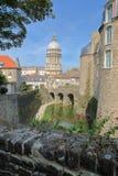 Το μουσείο του Castle και η βασιλική της Notre Dame στο υπόβαθρο, Boulogne-sur-Mer, υπόστεγο δ ` Opale, Pas-de-Calais, Hauts de Γ Στοκ Φωτογραφία