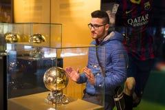 Το μουσείο των τροπαίων των φλυτζανιών και των βραβείων της ομάδας FC Βαρκελώνη του στρατόπεδου Nou Στοκ φωτογραφία με δικαίωμα ελεύθερης χρήσης