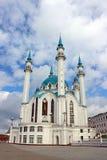 Το μουσουλμανικό τέμενος Kul Σαρίφ Kazan σε έναν νεφελώδη ουρανό υποβάθρου Στοκ εικόνα με δικαίωμα ελεύθερης χρήσης