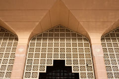 Το μουσουλμανικό τέμενος Putra (Masjid Putra) είναι το κύριο μουσουλμανικό τέμενος Putrajaya Στοκ Εικόνες