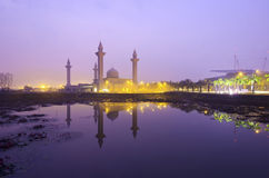 Το μουσουλμανικό τέμενος Tengku Ampuan Jemaah, κατά τη διάρκεια της ανατολής Στοκ φωτογραφίες με δικαίωμα ελεύθερης χρήσης