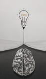 Το μολύβι lightbulb σύρει το σχοινί ανοικτό ζάρωσε το έγγραφο Στοκ Εικόνες