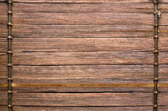 Το μπαμπού κολλά το καφετί ξύλινο υπόβαθρο με την ένωση νημάτων Στοκ φωτογραφία με δικαίωμα ελεύθερης χρήσης