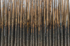 Το μπαμπού προστατεύει την άμμο από το κύμα θάλασσας στοκ εικόνα