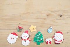 το μπισκότο Χριστουγέννων βρίσκει ότι οι εικόνες φαίνονται περισσότερο οι ίδιες σειρές χαρτοφυλακίων μου Ένα χέρι που κρατά ένα ε στοκ εικόνες