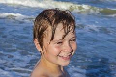 το μπλε αγόρι απολαμβάνε&io στοκ φωτογραφία με δικαίωμα ελεύθερης χρήσης