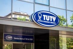 Το μπλε λογότυπο της αλυσίδας Tuty ρυθμού ψωνίζει στην Οστράβα Στοκ Φωτογραφίες