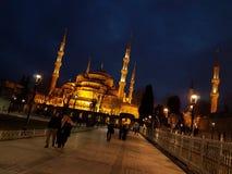 Το μπλε μουσουλμανικό τέμενος στο nigth στοκ εικόνα
