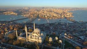 Το μπλε μουσουλμανικό τέμενος Sultanahmet στη Ιστανμπούλ, Turkie Εναέριος πυροβολισμός άποψης κηφήνων Μπλε ουρανός, ηλιοβασίλεμα φιλμ μικρού μήκους