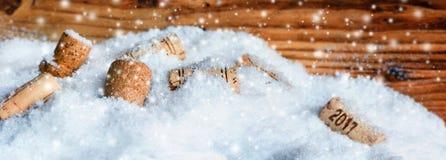 Το μπουκάλι βουλώνει το νέο έτος 2017 Στοκ εικόνα με δικαίωμα ελεύθερης χρήσης