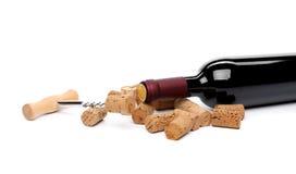 Το μπουκάλι του κρασιού, βουλώνει και ανοιχτήρι. Στοκ φωτογραφία με δικαίωμα ελεύθερης χρήσης