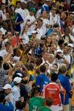 το μπουλόνι γιορτάζει το πλήθος usain στοκ εικόνες