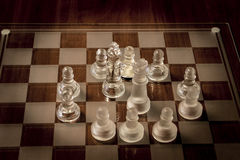 το μπλε γυαλί σκακιού ανασκόπησης που απομονώθηκε τόνισε το λευκό Στοκ εικόνα με δικαίωμα ελεύθερης χρήσης