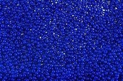 Το μπλε διακοσμεί το υπόβαθρο με χάντρες Στοκ Φωτογραφίες