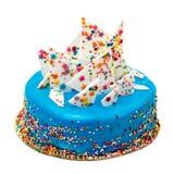 Το μπλε κέικ γενεθλίων με ζωηρόχρωμο ψεκάζει Στοκ εικόνες με δικαίωμα ελεύθερης χρήσης