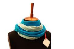 Το μπλε και χρωματισμένο μαντίλι απομόνωσε το άσπρο υπόβαθρο Στοκ φωτογραφία με δικαίωμα ελεύθερης χρήσης