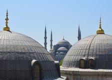 Το μπλε μουσουλμανικό τέμενος κατά την άποψη της Κωνσταντινούπολης από την καθέδρα Στοκ Εικόνες