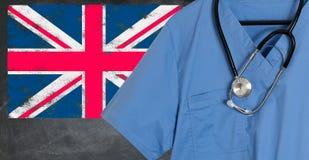 Το μπλε τρίβει με τη βρετανική βρετανική σημαία για την που έχουν μεταναστεύσει υγειονομική περίθαλψη Στοκ φωτογραφίες με δικαίωμα ελεύθερης χρήσης