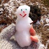 Το μωρό αυτό είναι κρύο εξωτερικό Στοκ Φωτογραφία