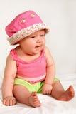 το μωρό κάθεται Στοκ Φωτογραφίες