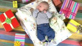Το μωρό και ζωηρόχρωμος παρουσιάζει απόθεμα βίντεο