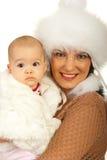 το μωρό ντύνει τη μητέρα κοριτσιών γουνών Στοκ Εικόνες