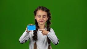 Το μωρό παρουσιάζει κενή κάρτα πράσινη οθόνη κίνηση αργή απόθεμα βίντεο