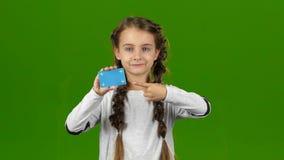 Το μωρό παρουσιάζει κενή κάρτα πράσινη οθόνη απόθεμα βίντεο
