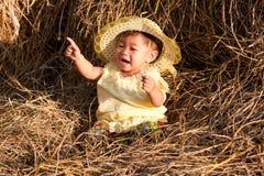 το μωρό της Ασίας κάθεται &tau στοκ φωτογραφία με δικαίωμα ελεύθερης χρήσης