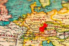 Το Μόναχο, Γερμανία κάρφωσε στον εκλεκτής ποιότητας χάρτη της Ευρώπης Στοκ Εικόνες