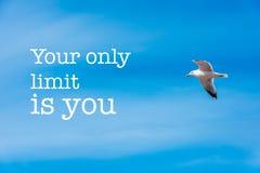 Το μόνο όριό σας είναι εσύ υπόβαθρο μπλε ουρανού Στοκ φωτογραφίες με δικαίωμα ελεύθερης χρήσης