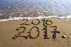 Το νέο έτος 2017 είναι ερχόμενη έννοια στοκ εικόνες
