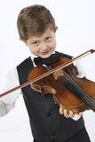 Το νέο αγόρι μαθαίνει να κρατά ένα βιολί Στοκ φωτογραφία με δικαίωμα ελεύθερης χρήσης