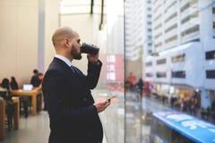 Το νέο αρσενικό CEO στηρίζεται μετά από την ημέρα εργασίας Στοκ Εικόνες